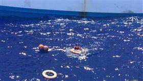 台漁船喋血/3台男已獲救…仍有6船員落海「生死不明」(圖/翻攝畫面)