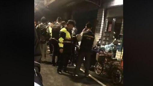 蘆洲,酒醉,虐童,母親,救人 圖/翻攝自臉書