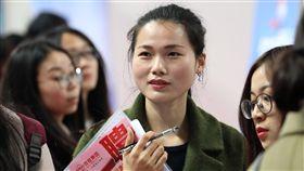 中國嚴禁徵才限制婦女婚育中國大陸婦女求職就業,因為婚育問題,長期遭受不平等待遇。中國人社部22日通報,9部門近日聯合印發通知,禁止招聘人才限定性別、限制婦女婚育。(中新社提供)中央社  108年2月22日