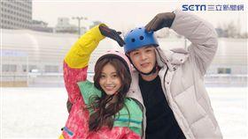 祈錦鈅與韓國帥歐巴溜冰,MV劇情像少女漫畫的情節。(圖/WEBTVASIA Taiwan)