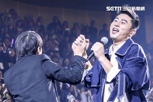 天團「5566」小巨蛋演唱會孫協志、王仁甫、許孟哲,特別嘉賓小刀(彭康育)前往合體。(記者林士傑/攝影)