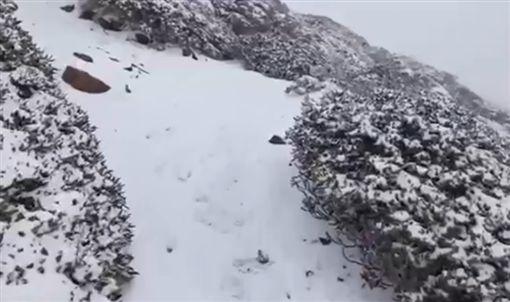 雪山下雪0224