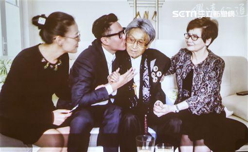 傅達仁、傅俊豪和遺孀鄭貽圖/記者林士傑攝影