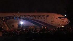 孟加拉航空驚傳劫機 緊急迫降.歹徒遭擊斃