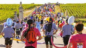 法國梅鐸紅酒馬拉松創辦至今35屆,每年在全歐洲都掀起旋風。(圖/東南旅遊提供)