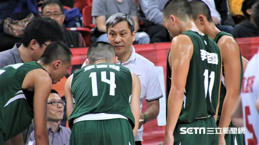 HBL松山高中教練黃萬隆。(圖/記者劉家維攝影)