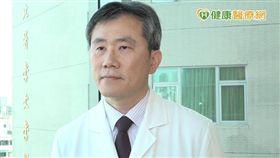 台北醫學大學附設醫院胸腔內科周百謙主任指出,化學治療一直是在整個肺癌治療中的重要骨架,大部分腫瘤不管有無突變,化學治療都非常適合在不同的階段扮演毒殺腫瘤細胞的重要角色。