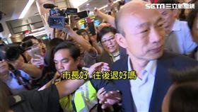 韓國瑜抵新加坡 上百粉絲接機場面混亂