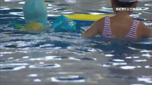 小六童溺水無人救 安親班師疑滑手機遭訴、游泳池