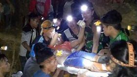 印尼非法金礦坍塌。(圖/翻攝自推特@Sutopo_PN)