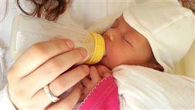 新生兒、奶瓶、餵奶、嬰兒、寶寶/pixabay