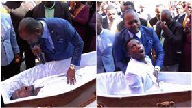 南非牧師讓死者起死回生。(圖/翻攝自Alph Lukau 臉書)