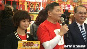 ▲賀歲片「大三元」與台彩總經理蔡國基。(圖/記者林辰彥攝影)