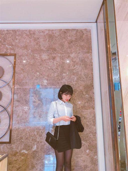 秘書,郭雪芙,蘇宇珊,蘇33,黑絲,長腿。翻攝自臉書粉絲團「Shan 蘇33」