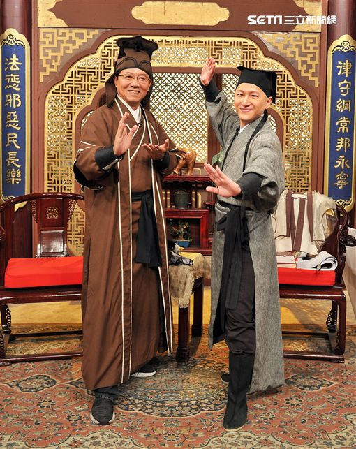 台南市議員謝龍介與台語主播郭于中、主播林彥均圖/台視提供