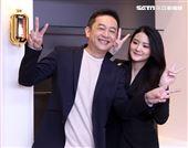 陳昭榮帶著19歲女兒陳品兒與媒體見面。(記者邱榮吉/攝影)