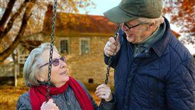 女性比男性長壽 BBC揭密關鍵因素 (圖/翻攝自pixabay)