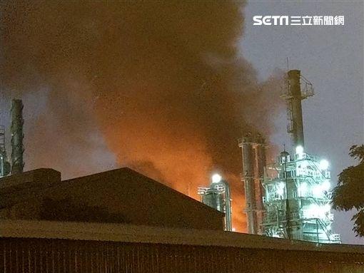 高雄市林園工業區石化廠房發生火警(翻攝畫面)