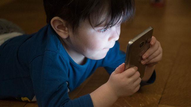 別把手機給小孩 他勸:根本就像吸毒