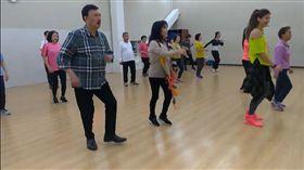 ▲余天和李亞萍一起運動,推廣有氧舞蹈。(圖/翻攝自余天臉書)