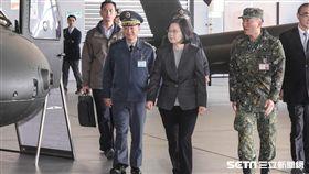 總統蔡英文30日前往航特部601旅視導並頒發加菜金勉勵國軍弟兄。 圖/資料照