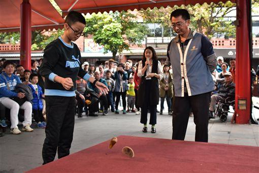 相差66歲大對決!小學生連擲8聖筊 險勝阿嬤抱回30萬圖翻攝自國立傳統藝術中心(傳藝文化園區)臉書