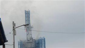 快訊/蘇澳軍港火警 蘭陽軍艦船艙內部冒出濃煙(圖/翻攝畫面)
