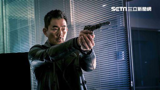 任賢齊與張家輝相隔15年合作新片《沈默的證人》。(圖/華映娛樂提供)