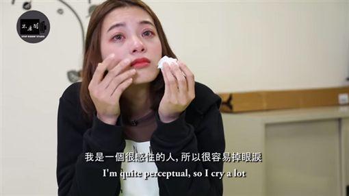 越南女孩回憶剛來台灣的時候常被欺負,還是「想跟台灣人做朋友」。(圖/翻攝不要鬧工作室YouTube)