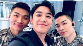 韓粉湧入太陽社群平台求退出BIGBANG。(圖/翻攝自太陽IG)