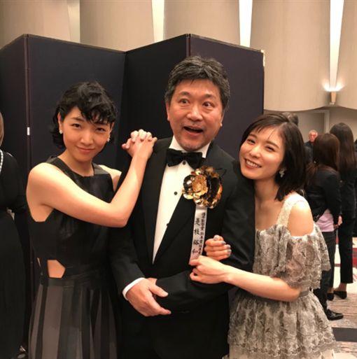 是枝裕和的《小偷家族》在第42屆日本電影學院獎上榮獲8項大獎。(圖/翻攝自是枝裕和Twitter)