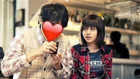 陳妍希10年前曾與楊祐寧合作《初戀》,兩人因此成為好友。(圖/翻攝自微博) -1