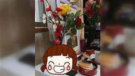 飛機杯,靈堂,爺爺,花瓶,插花,情趣用品,插花,藝術, 圖/翻攝自推特 https://goo.gl/df6WXQ