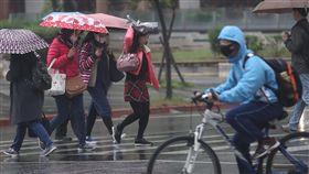 冷氣團到鋒面過  北台灣轉冷有雨(1)中央氣象局表示,22日清晨鋒面通過後,白天大陸冷氣團南下,北台灣高溫將剩不到攝氏20度,低溫也僅14度。中央社記者張新偉攝  108年2月22日