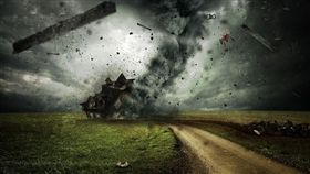 怪風襲擊日本!氣象廳發龍捲風警報 關西8人傷85民宅毀(圖/翻攝自Pixabay)