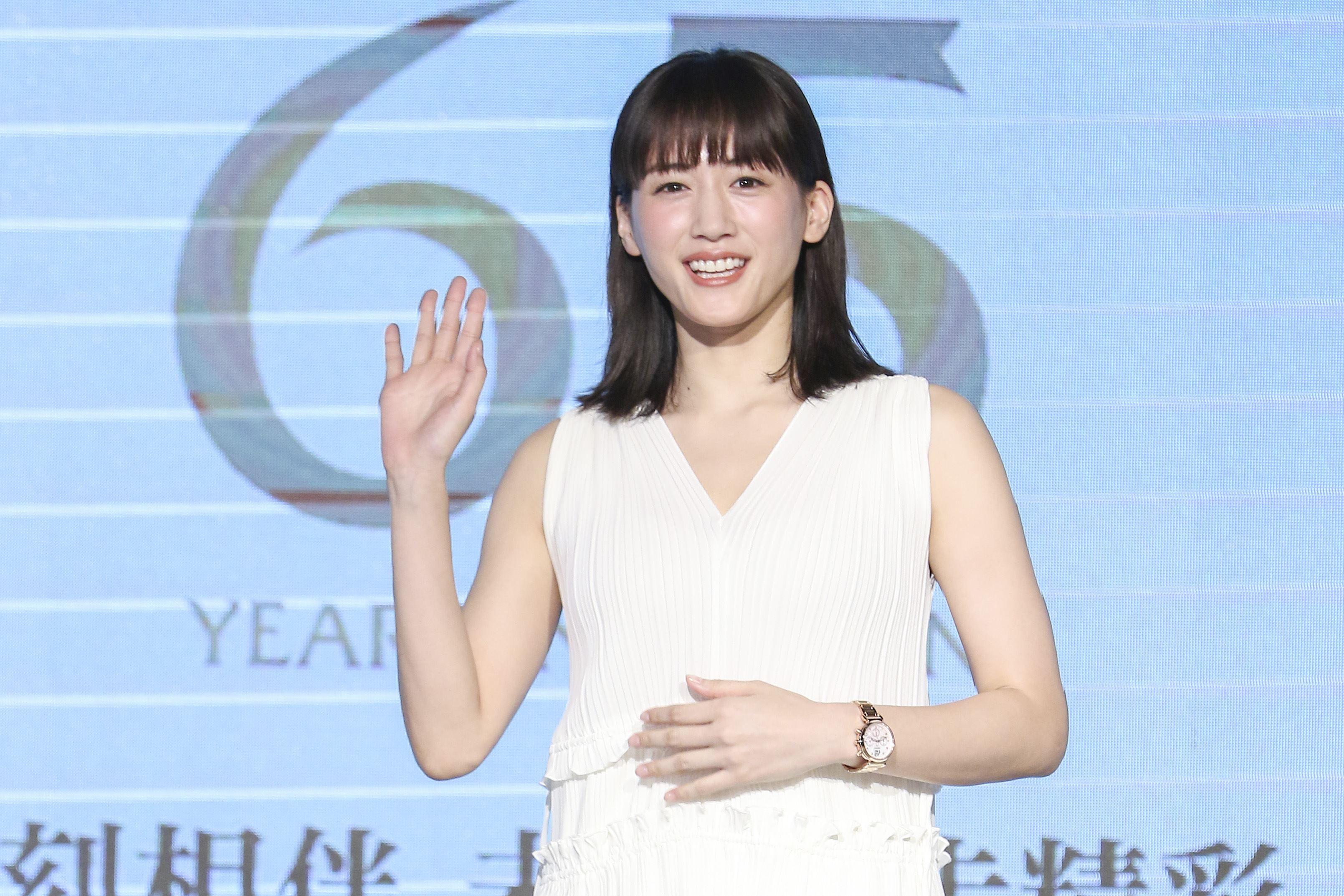 日本女星綾瀨遙代言鐘錶品牌活動,一身純白洋裝出席現場氣質非凡。(記者林士傑/攝影)