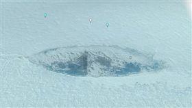 網友MrMBBB333發現南極疑似出現納粹潛艇。(圖/翻攝自Youtube)
