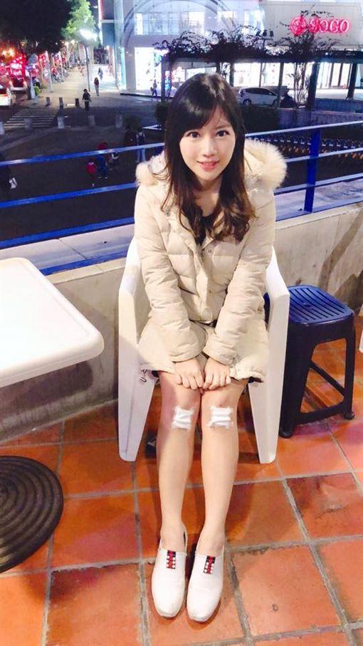 蔡尚樺跌倒膝蓋擦傷。(圖/翻攝自臉書)