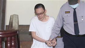 王景玉出庭應訊(1)男子王景玉(左)當街殺害3歲女童小燈泡案,一、二審皆判他無期徒刑,案經最高法院發回,5日在台灣高等法院更一審開庭。中央社記者吳家昇攝  108年3月5日