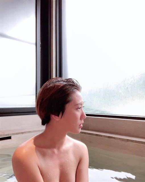 大牙,全裸,溫泉/翻攝自大牙臉書