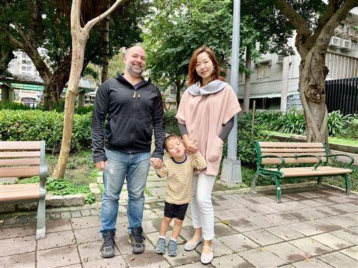 曾琬鈴,33歲退休,環遊世界