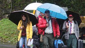 大雨低溫  民眾留意受大陸冷氣團影響,24日清晨北部低溫只有攝氏14、15度,白天高溫也不到20度,由於降雨範圍擴大,全台都會有明顯雨勢,氣象局針對北北基發布大雨特報,提醒民眾留意。中央社記者鄭傑文攝 108年2月24日