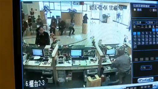 玉山銀行,搶匪,監視器,板橋