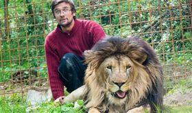 捷克男普拉謝克遭到自己飼養的獅子咬死。(圖/Michal Prasek臉書)