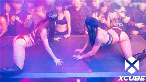 台中,夜店,X-cube,捧奶,大亂鬥。翻攝自X-Cube臉書粉絲團