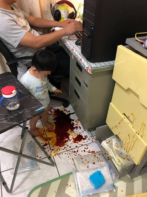 「回家驚見滿地「血跡」!豬隊友仍淡定打電動 媽媽秒暴怒」的圖片搜尋結果