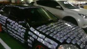 惡搞?轎車被貼滿千元鈔!網驚:至少有10萬