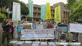 環保團體6日到行政院陳情抗議。(圖/記者盧素梅攝)