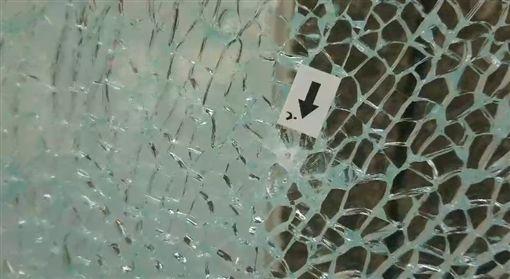 台東款機被bb槍掃射(記者王浩原攝影)
