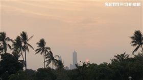 高雄85大樓黃昏景,記者拍攝